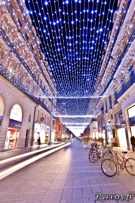 Eclairages de Noël a Toulouse, filet lumineux rue Alsace Lorraine