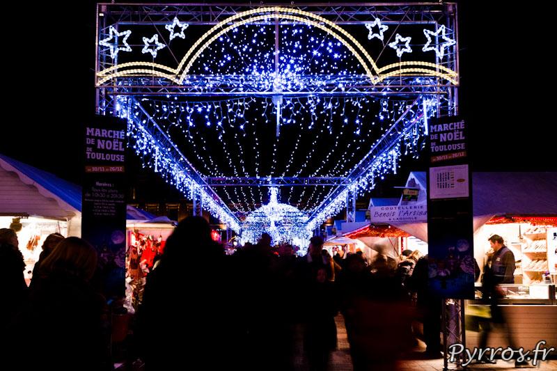 Entrée du marché de Noël, illuminations de Toulouse