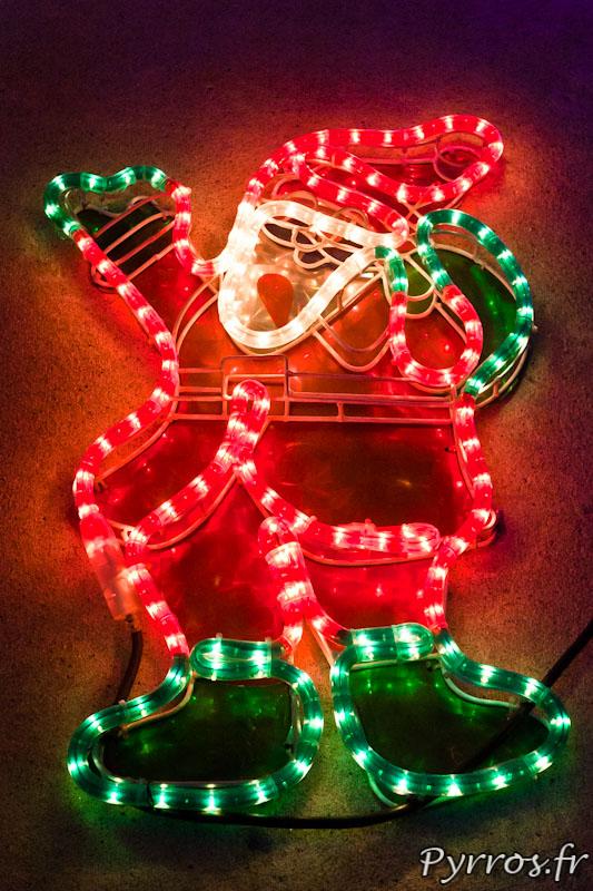 Maison décorée pour Noël, Le père Noël est partout.