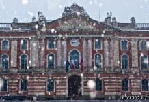 Le Capitole de Toulouse sous la neige le 20 janvier 2013.