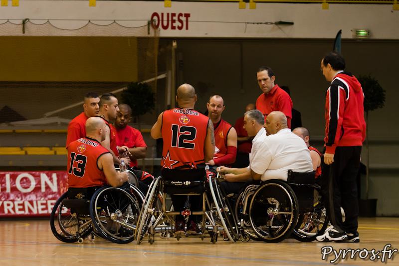 L'équipe du Toulouse Invalide Club lors d'un temps mort