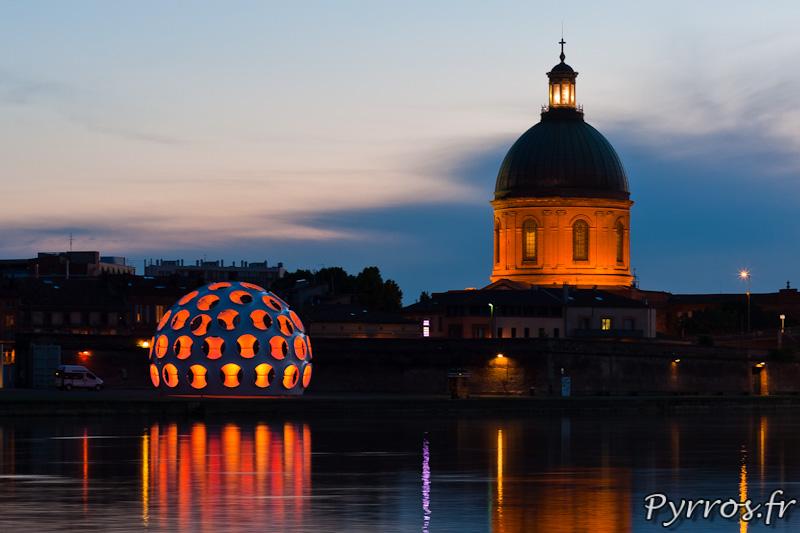 Festival international d'art de Toulouse, côte à côte le dôme de Buckminster Fuller et le dôme de LaGrave