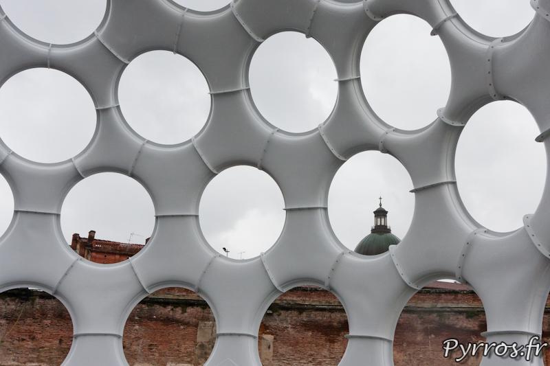 Vue de l'intérieur du dôme de Buckminster Fuller