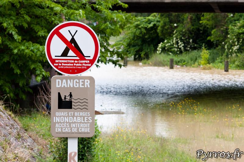 Quais et berges inondables lors des crue de la Garonne à Toulouse, écluse Saint Michel