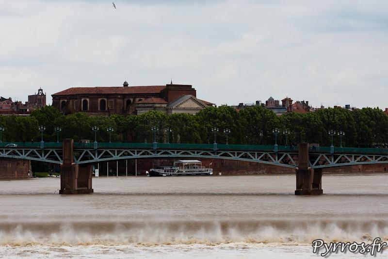 La chaussée du Bazacle est sous l'eau
