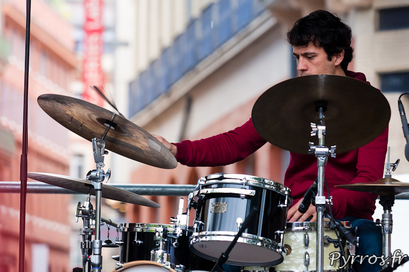 """32eme fête de la musique, le batteur de Remi Panossian Trio sur la petite scène """"Nouveaux Talents"""""""