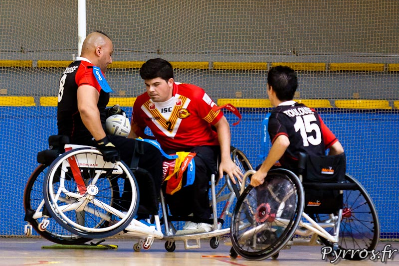 Rugby a XIII handisport, gros contact sur la ligne des Dragons Catalans