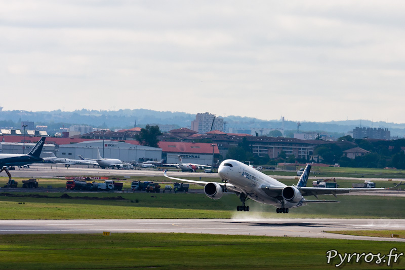 Premier vol de l'A350 a Toulouse Blagnac