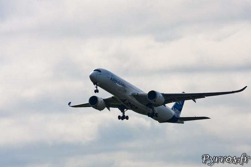 Premier vol de l'A350 dans le ciel de Toulouse