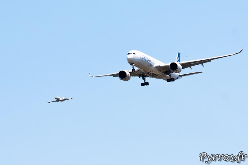 Passage bas en compagnie de la corvette qui a accompagne l'A350 XWB tout au long de son premier vol