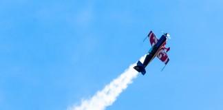 Capitaine Alexandre Orlowski pilote l'extra 330 de l'équipe de voltige de l'Armée de Air
