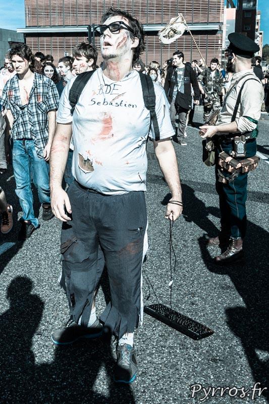 Zombie geek à la Marche des zombies 2013 à Toulouse