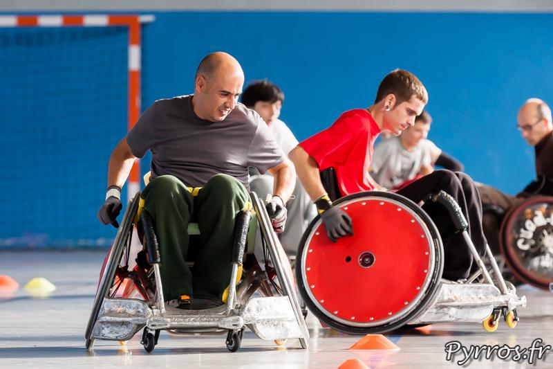 Echauffement, slalom, la maniabilité du fauteuil se développe