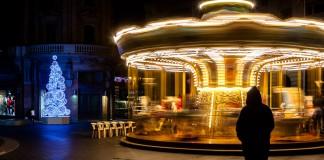 Rue Alsace Lorraine un Carrousel scintille de milles lumières.
