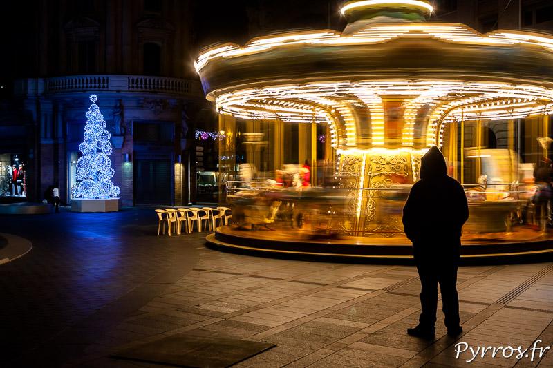Rue Alsace Lorraine un Carrousel illumine la rue de milles lumières.