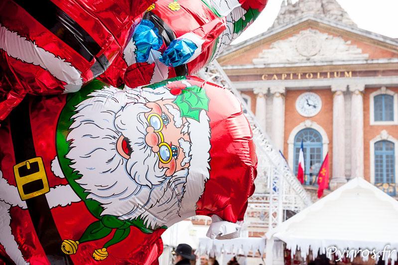Marché de Noel à Toulouse devant le Capitole les ballon à l'hélium