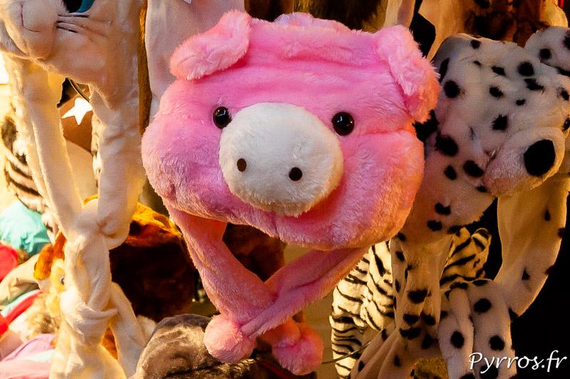 Au Marché de Noël à Toulouse on trouve des bonnets cochons