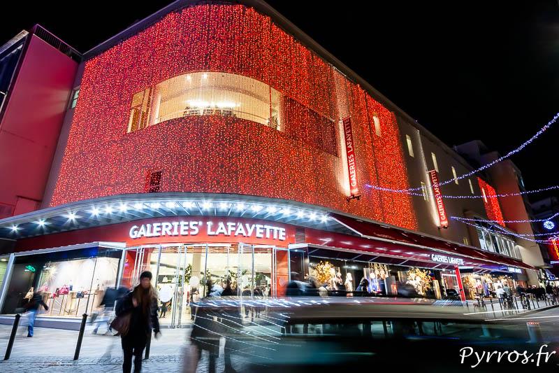 Les Galeries Lafayette se sont parées de rouge, mais on oubliées les vitrines qui animées la ville il y a quelques années