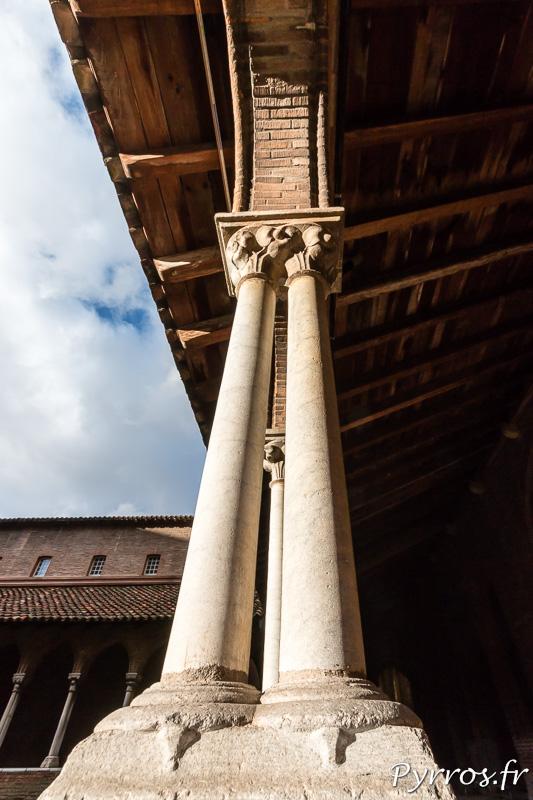 Colonne en marbre de St Béat pour soutenir le toit en appentis