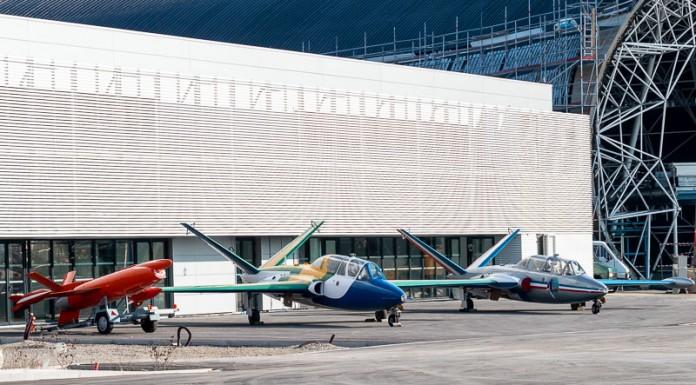 A gauche un AEROSPATIALE CT 20, au centre un Fouga magister aux couleur du brésil et à droite un Fouga Magister au couleur de la PAF forment une haie d'honneur installée par les ailes anciennes
