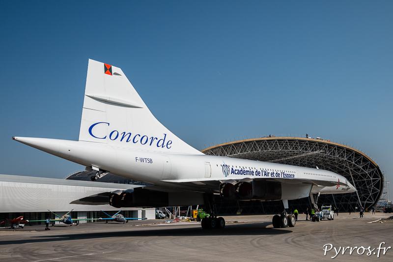 Devant le hangar du futur musée Aéroscopia le Concorde prend un dernier bain de soleil