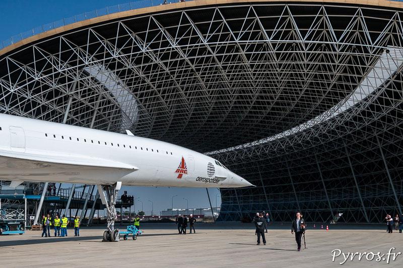 Dans quelques jours le Concorde sera rejoint par d'autres avions dans ce grand hangar