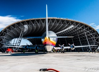 Pour les spectateurs l'avion ne pourra pas entrer dans le hall où tronent deja le concorde et l'A300