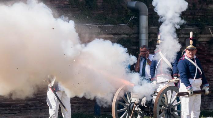 La bataille du pont Neuf commence par un coup de canon assourdissant