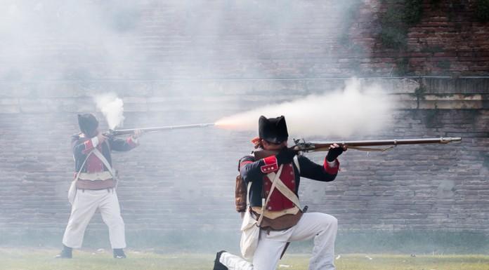 Les troupes tirent pour mettre l'adversaire en déroute