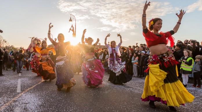 Les danseuses du ventre accompagnent Mr Carnaval