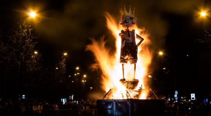 Mr Carnaval est rapidement brulé sous les hués de la foule
