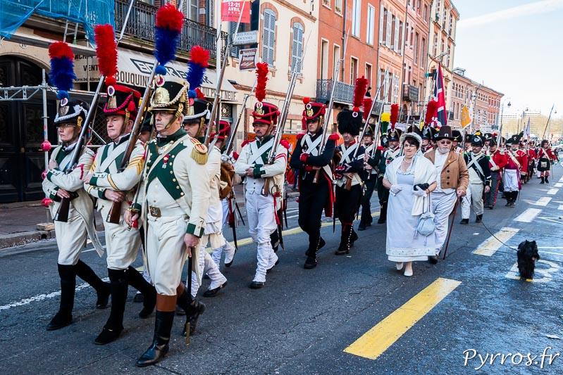 Les troupes défilent dans les rues de Toulouse