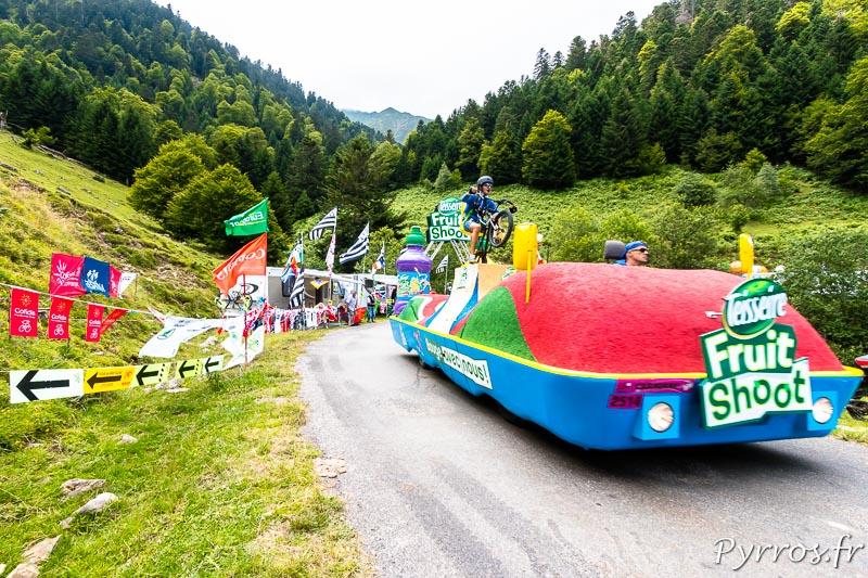 Caravane publicitaire du Tour de France dans le port de Balès, Fruit Shoot
