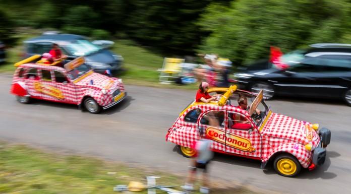 Caravane publicitaire du Tour de France dans le port de Balès, Deuch' Cochonou