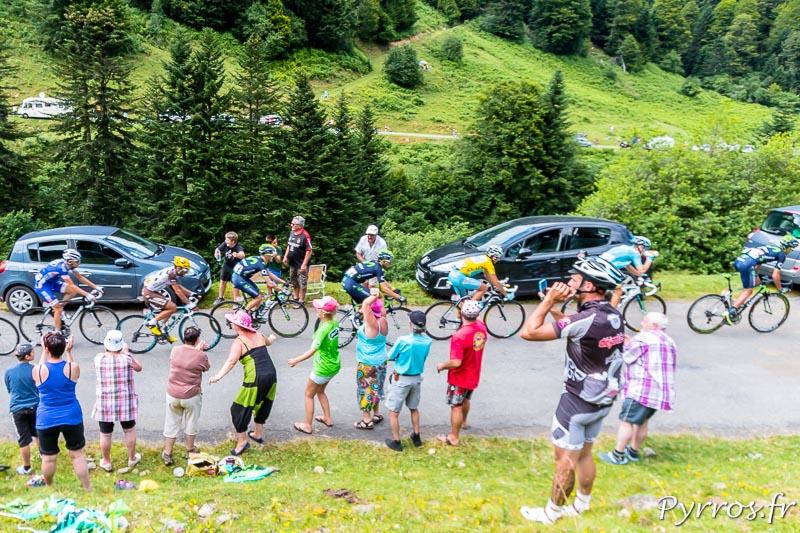 Tour de France dans le port de Balès, le maillot jaune ne laisse pas les échappés prendre trop d'avance