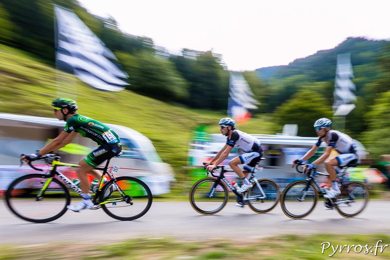 Tour de France dans le port de Balès, dans la motée les coureur roule parfois à plus de 36km/h