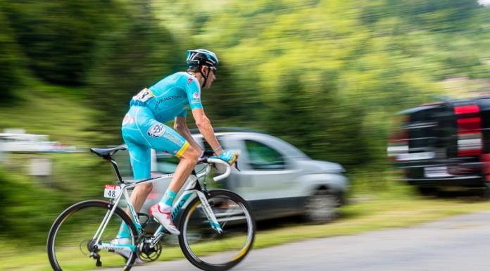 Tour de France dans le port de Balès, loin derière les premiers coureurs, Tanel KANGERT (Astana) ne faiblit pas