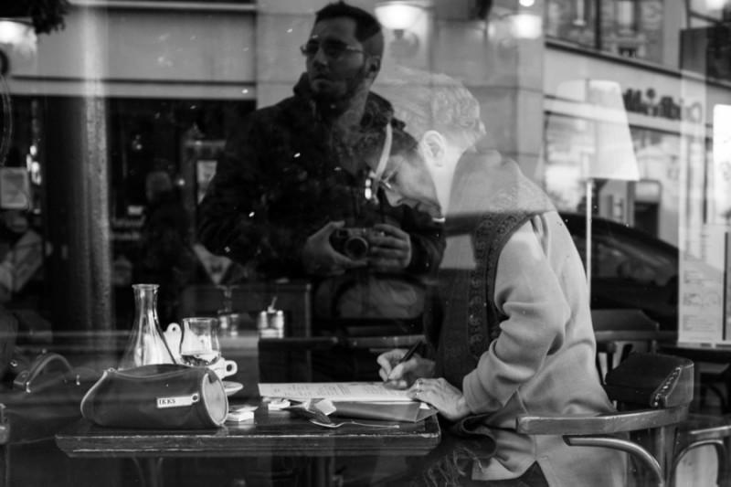 Écolière, par Thomas Benezeth spécialiste des photos de rue