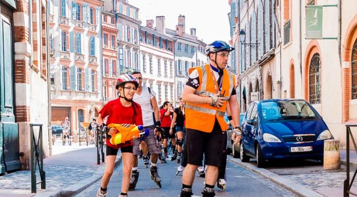 Les enfants mènent la rando roller dans les rue de Toulouse