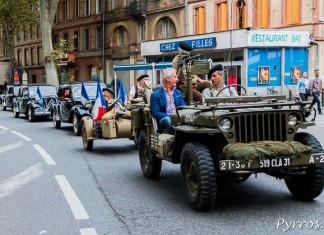 Toulouse commémore les 70 ans de sa libération, convoi de véhicules de collection, mené par une jeep