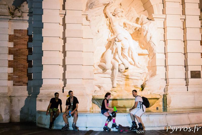 Devant la fontaine Ariège Garonne les randonneurs sont peu nombreux à remplir les pistolets à eau