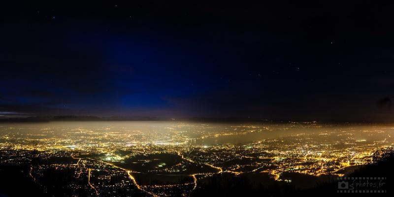 La couche pleine de particules est bien visible au-dessus du bassin genevois, tout comme la pollution lumineuse générée par les éclairages artificiels : la grande ourse qui domine le ciel genevois est à peine visible ! – Janvier 2013 - 14 photos / Nikon D300s+Zeiss 25mm f/2.8 / ISO400 / 30s / f/8