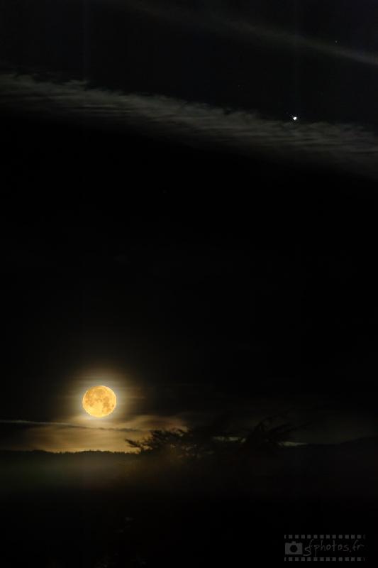 rapprochement Jupiter-pleine lune Janvier 2014 - 2 photos compositées / Nikon D700 + Sigma 100-300mm f/4 à 220mm / ISO200 / 1/80s à f/16 et 0.5s à f/5.6
