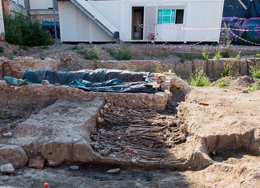 Sépultures de catastrophes découvertes à Toulouse (rue des 36 ponts) probablement suite à l'épidémie de Peste Noire