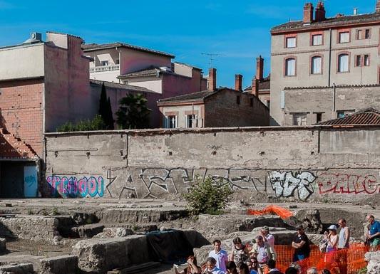Les toulousains découvrent le chantier des fouilles archéologiques et les sépultures de catastrophes
