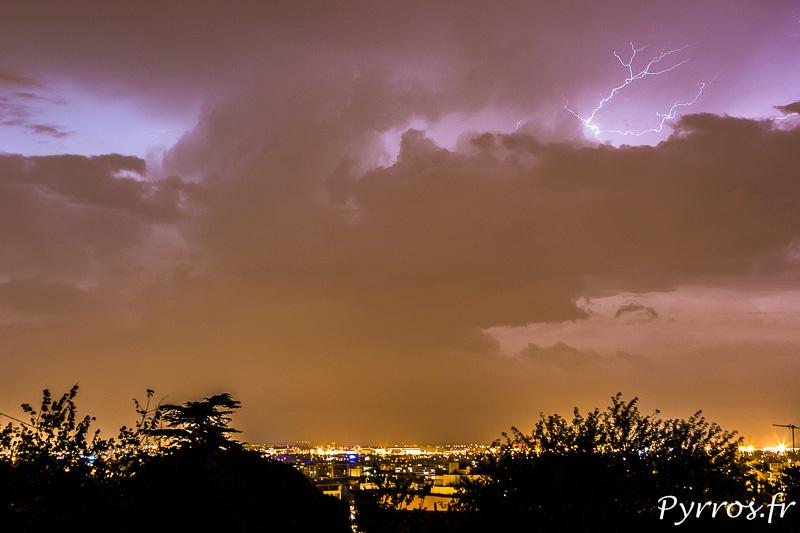 Un intra-nuageux se montre dans le ciel de Toulouse