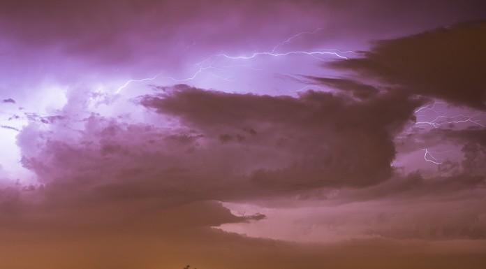 Les intra-nuageux sont des éclairs qui ne frappent pas le sol.