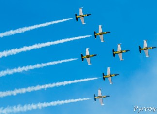 Les Breitling Jet Team formation Blackbird