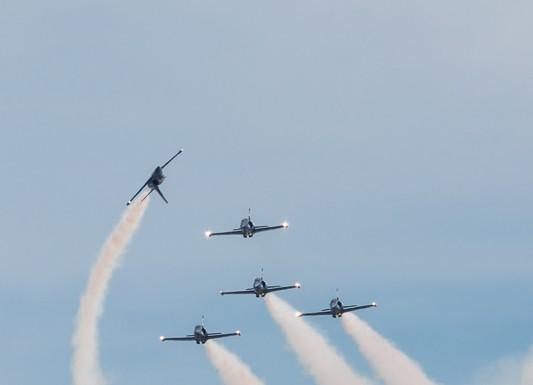 Les Breitling Jet Team passage en Apach Roll