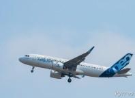 Premier vol de l'A320NEO. l'appareil prend de l'altitude